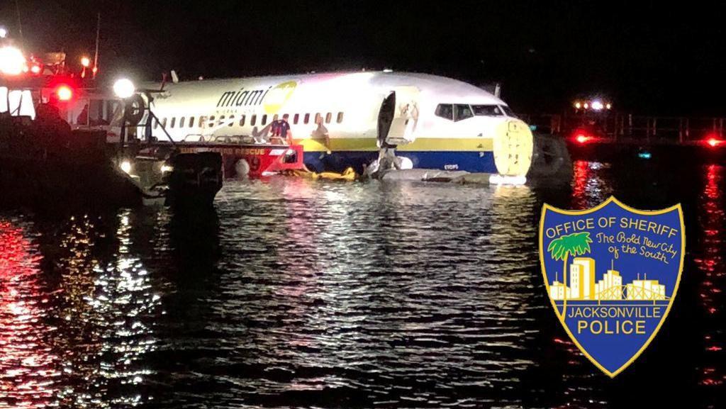 Penampakan Boeing 737 yang Tercebur ke Sungai Florida Saat Mendarat