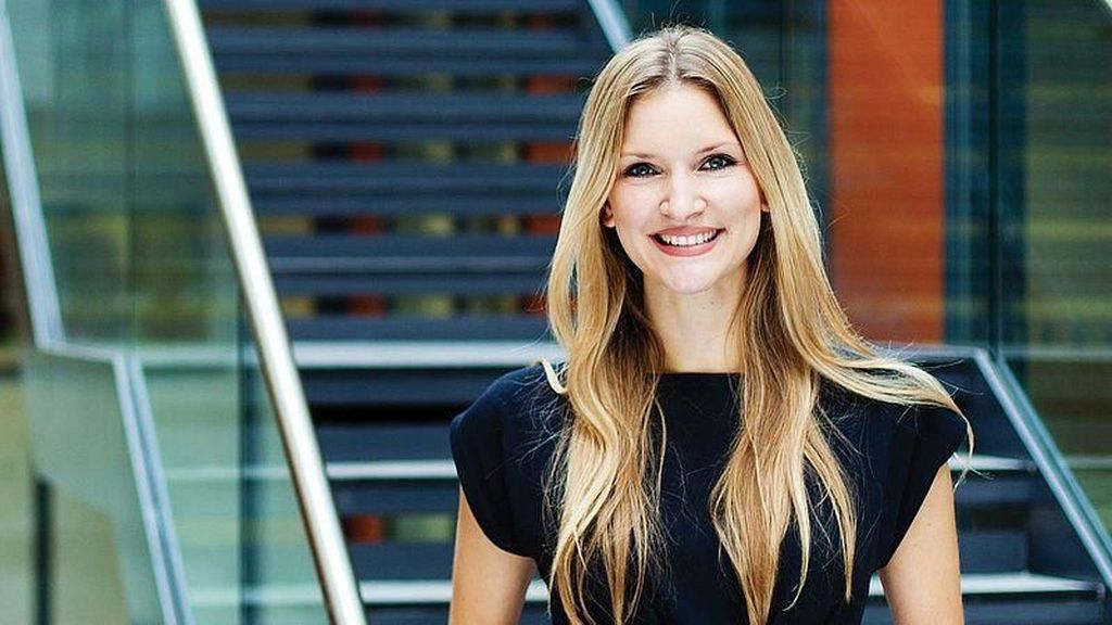 Ini Psikolog Cantik Istri Baru Jude Law yang Berusia 14 Tahun Lebih Muda