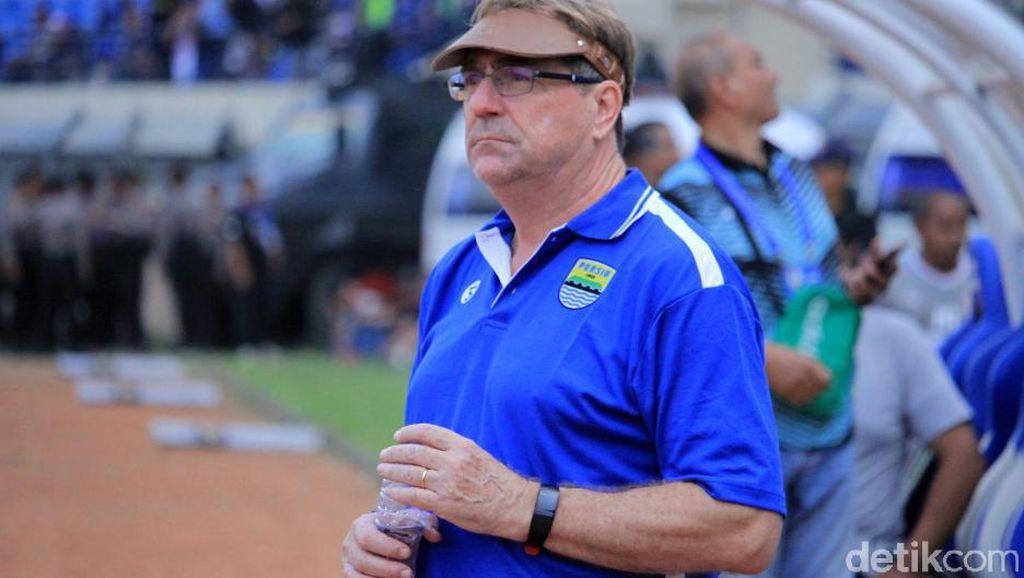 Robert Rene Soroti Lini Belakang Persib Jelang Vs Borneo FC