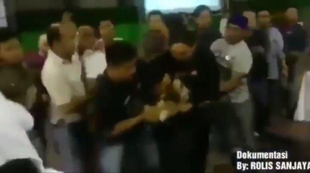 Video Kericuhan Rekapitulasi Suara di Sampang