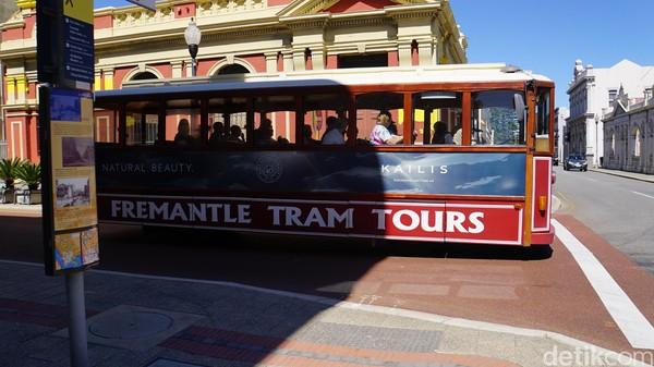 Wisatawan juga bisa mencoba Fremantle Tram Tours. Ini adalah tur keliling Fremantle naik kereta tram tua yang bersejarah (Ahmad Masaul Khoiri/detikcom)