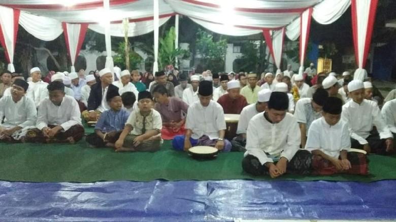 Teduhkan Suasana, Pendukung Jokowi dan Prabowo Selawatan Bareng