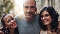 Pria Pamer Lima Istri di Medsos saat Berkendara Mobil, Endingnya Tak Terduga