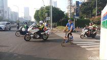 Sandiaga Bersepeda, Lari, dan Berenang untuk Persiapan Triatlon