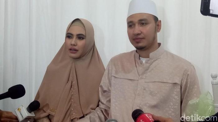 Kartika Putri dan Habib Usman. Foto: (Desi/detikHOT)