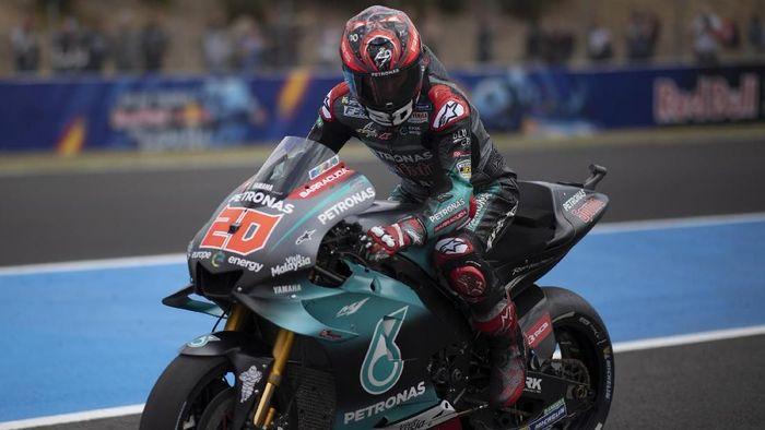 Fabio Quartararo gagal finis di MotoGP Spanyol karena masalah pada gear shifter motornya (Mirco Lazzari gp/Getty Images)