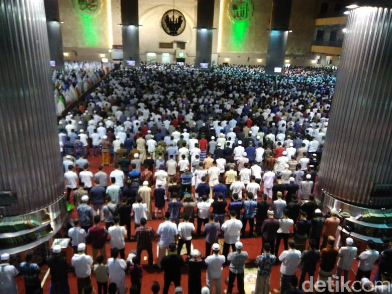 Hari Pertama Salat Tarawih, Jemaah Padati Masjid Istiqlal