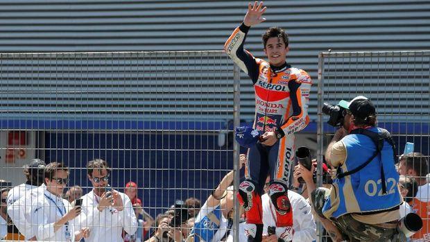 Marc Marquez unggul satu poin atas Alex Rins di puncak klasemen MotoGP 2019.