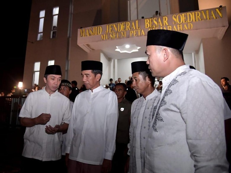 Jokowi Tarawih di Masjid Jenderal Besar Soedirman Bogor