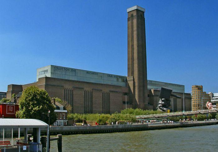 Dulunya ini adalah pembangkit listrik bernama Bankside Power Station London. Darrell Godliman/Archdaily.