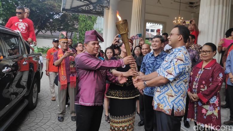 Sambut Obor Paskah Nasional, Anies: Spirit Persatuan di Indonesia