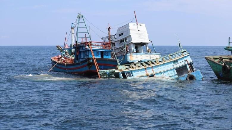 13 Kapal Asing Pencuri Ikan Ditenggelamkan di Pontianak