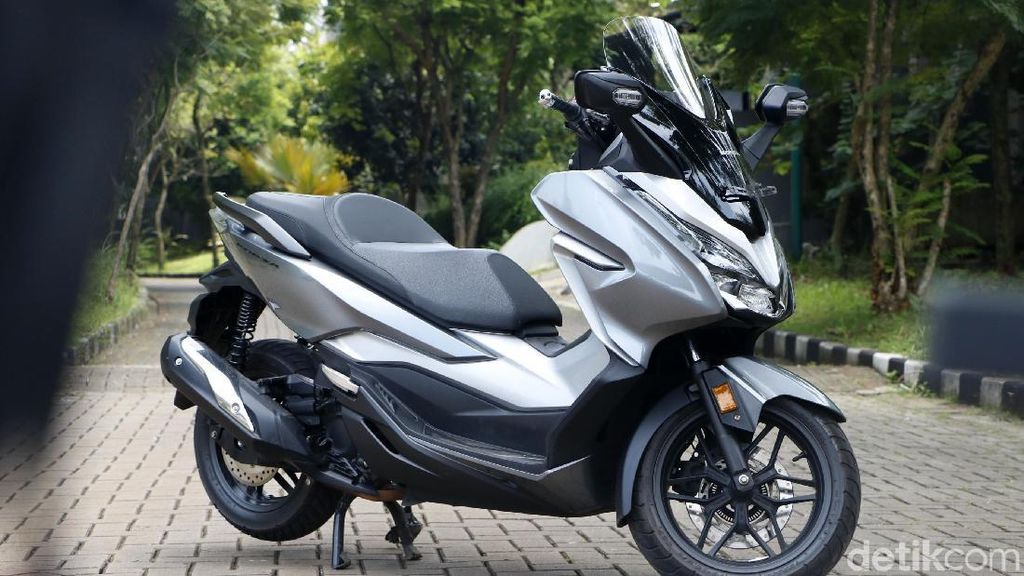 Harga Forza Naik Terus, Honda Tak Takut Konsumen Lari ke Xmax?