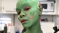 Gamora adalah alien berkulit hijau yang diadopsi oleh Thanos.Dok. Instagram/zoesaldana