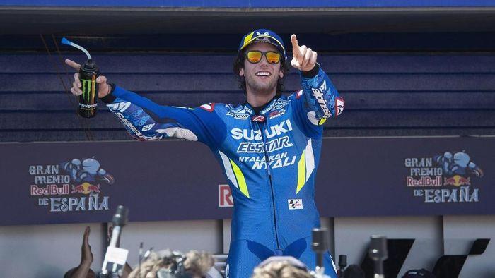 Alex Rins finis di posisi kedua dalam balapan di MotoGP Spanyol. (Foto: Mirco Lazzari/Getty Images)