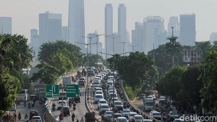Polusi udara di Jakarta banyak disumbang oleh asap kendaraan bermotor (Foto: Rifkianto Nugroho)