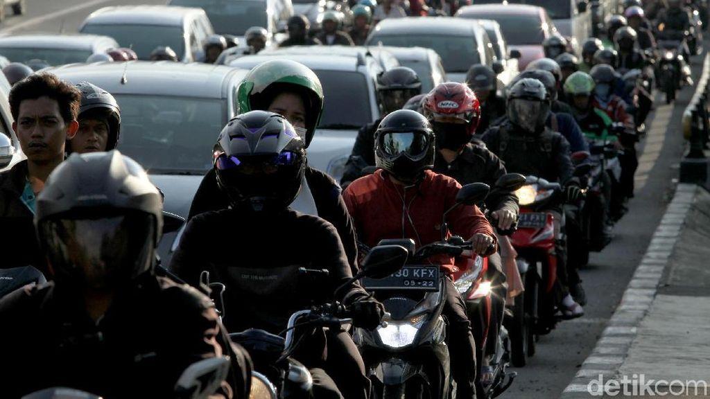 Sepeda Motor di Jakarta Perlu Dibatasi Juga?