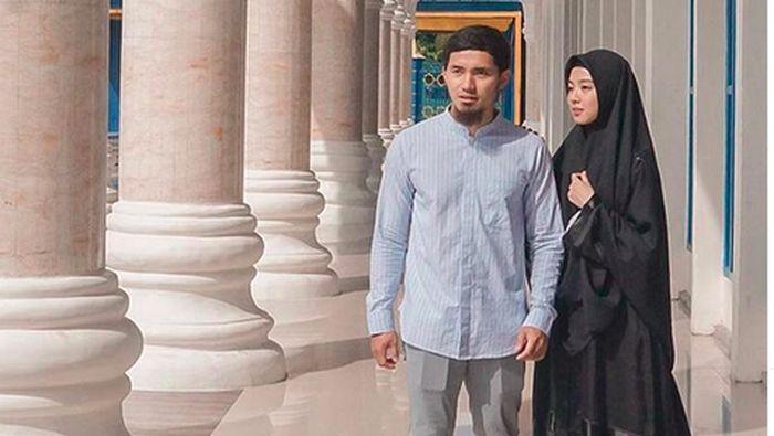 Lindswell Kwok dan suami, Achmad Hulaefi (Instagram Lindswell Kwok)