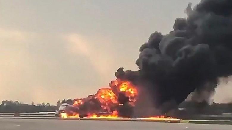 Mukjizat, 37 Orang Selamat dalam Kebakaran Pesawat Sukhoi di Moskow