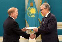 Kazakhstan Tercyiduk Bikin Mulus Foto Wajah Presidennya