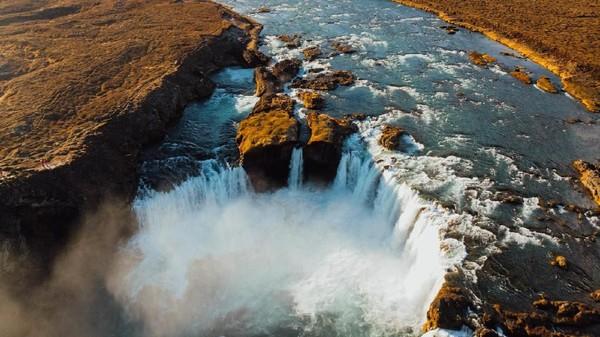Punya pemandangan indah berbalut aurora, Godafoss juga punya julukan lain yaitu Waterfall of The Gods. Nama ini tak asal diberikan. Ada sejarah yang mewarnai di balik keindahannya. (iStock)