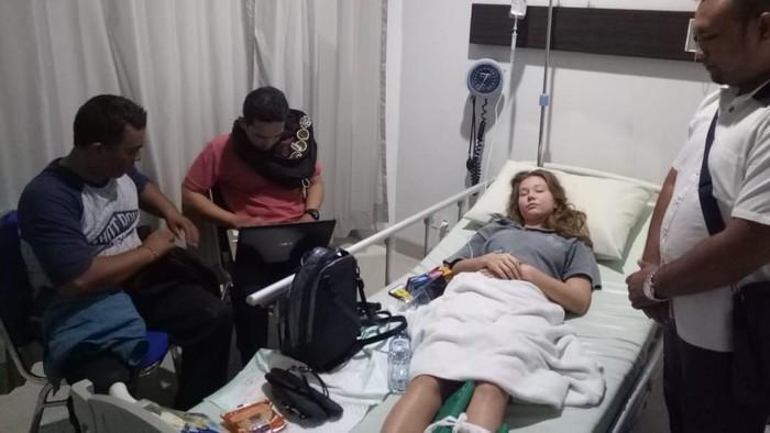 Salah satu teman wanita DJ Adam Sky, Zoia Lukiantceva, menjalani perawatan di rumah sakit (Foto: dok. istimewa)