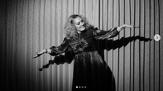 Ulang Tahun, Adele Singgung Album Baru yang Lebih Emosional