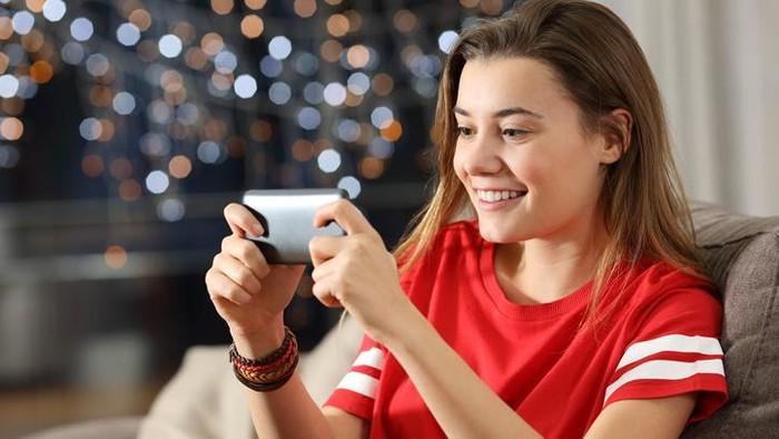 Ilustrasi kebanyakan main gadget. Foto: iStock