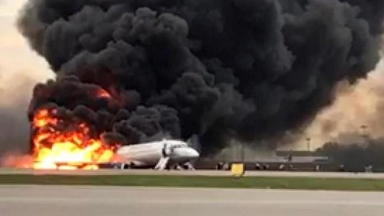 Sukhoi Terbakar, Pilot Diincar