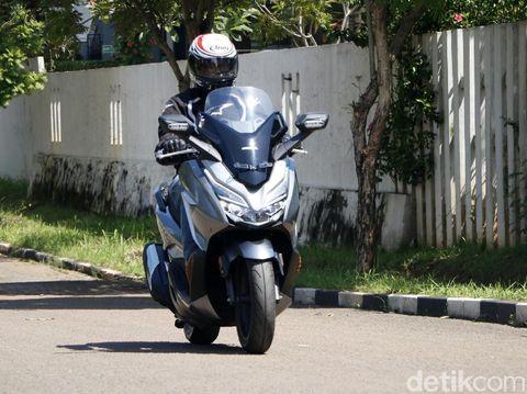 Test ride Honda Forza