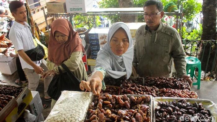 Kurma menjadi buah khas di bulan Ramadhan (Foto: Rifkianto Nugroho)