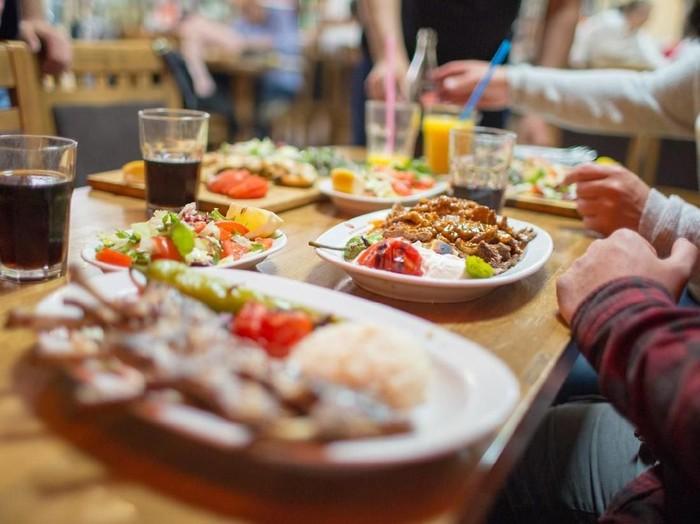 6 Tips Memilih Jenis Menu Sahur Sehat dan Yang Harus Dihindari/Foto: iStock