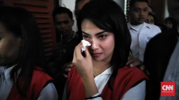 Vanessa Angel menangis karena ramadan di dalam penjara.