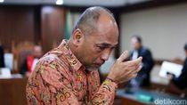Didakwa Korupsi, Deputi Kemenpora Teteskan Air Mata