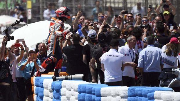 Marc Marquez saat merayakan kemenangan di MotoGP Spanyol musim 2019. (