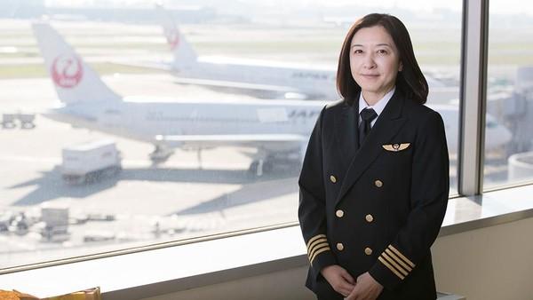 Inilah Ari Fuji, pilot penerbangan komersil wanita pertama di Jepang. Perjuangan Ari buat jadi pilot patut diacungi jempol. (rikkyo.ac.jp)