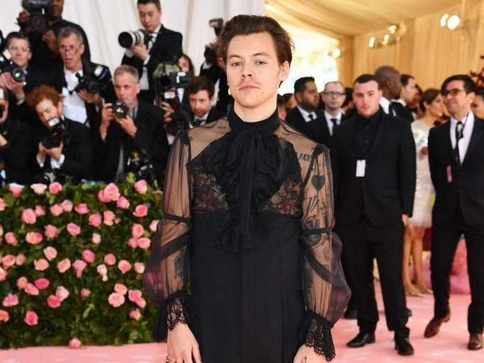 NEW YORK, NEW YORK - MAY 06:  Harry Styles attends The 2019 Met Gala Celebrating Camp: Notes on Fashion at Metropolitan Museum of Art on May 06, 2019 in New York City. (Photo by Dimitrios Kambouris/Getty Images for The Met Museum/Vogue)