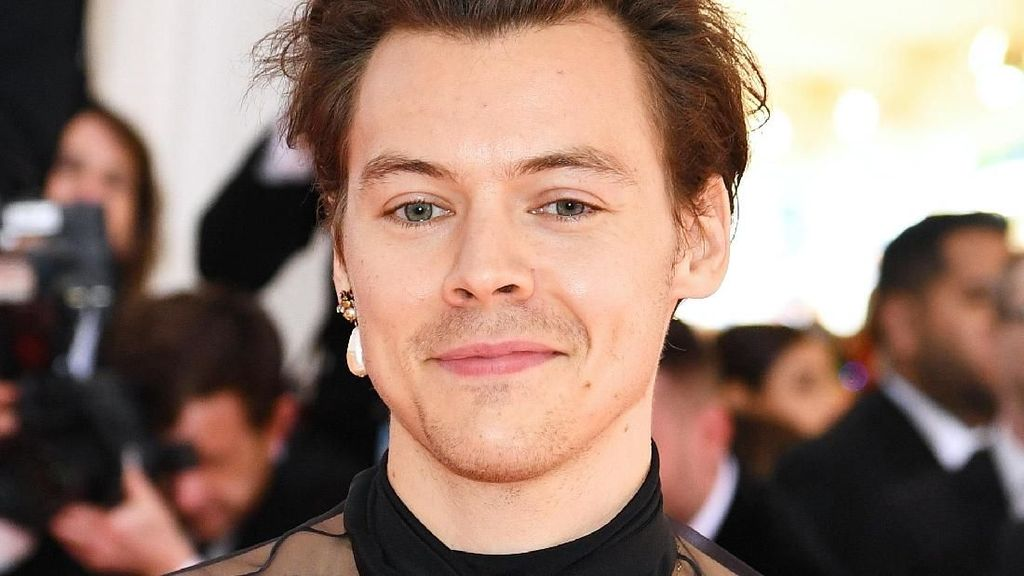 Promosi Album Baru, Kuteks Harry Styles Malah Bikin Salfok Netizen