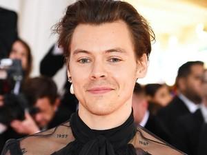 Harry Styles Hebohkan Fans Setelah Rilis Cuplikan Suaranya untuk Meditasi