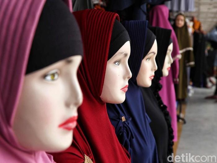 Hijab syari jadi tren Lebaran di Tanah Abang. Foto: Pradita Utama