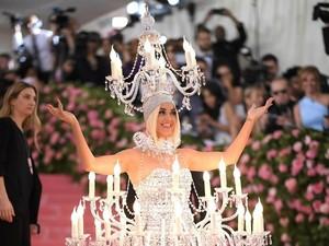 Mirip Kartun Disney, Gaya Katy Perry di MET Gala 2019 Jadi Meme Kocak