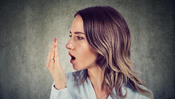 Bau mulut bisa muncul karena mulut kering atau sakit gigi. (Foto: iStock)
