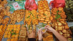 Nggak Harus ke Sumbar, Yuk Berburu Takjil Khas Minang di Pasar Senen!