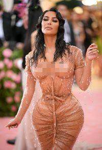 Perlu 8 Bulan untuk Membuat Baju 'Basah' Kim Kardashian di MET Gala 2019