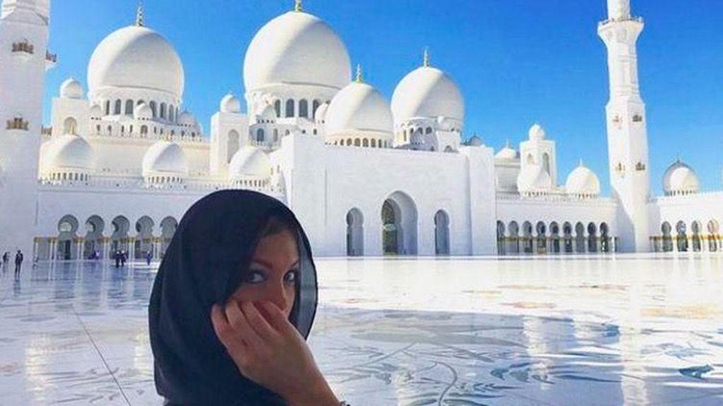 Foto: Masjid Agung Sheikh Zayed dan Artis-artis Cantik Dunia