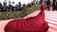 Karena penampilannya itu, banyak meme baru soal Cardi B.Jamie McCarthy/Getty Images
