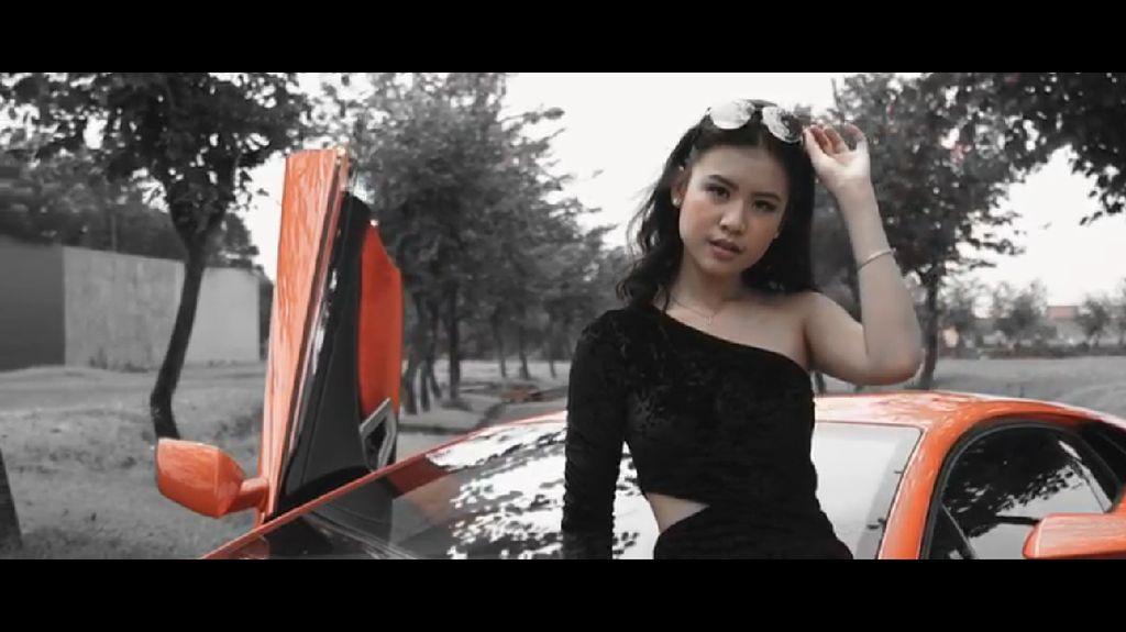 Viral Undangan Ultah ke-17 Crazy Rich Surabayan, Eksis Naik Lamborghini