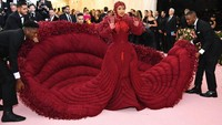 Bukan Kaleng-kalengan, 8 Artis Ini Pakai Gaun Termahal di Dunia
