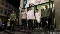 Usai Tarawih, Jokowi Berbagi Makan dengan Anak-anak di Mal Palangka Raya