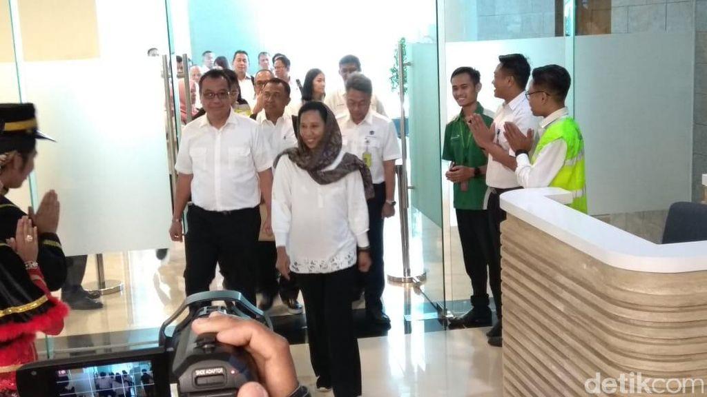 Rini Soemarno Jajal Bandara Baru DIY yang Baru Beroperasi